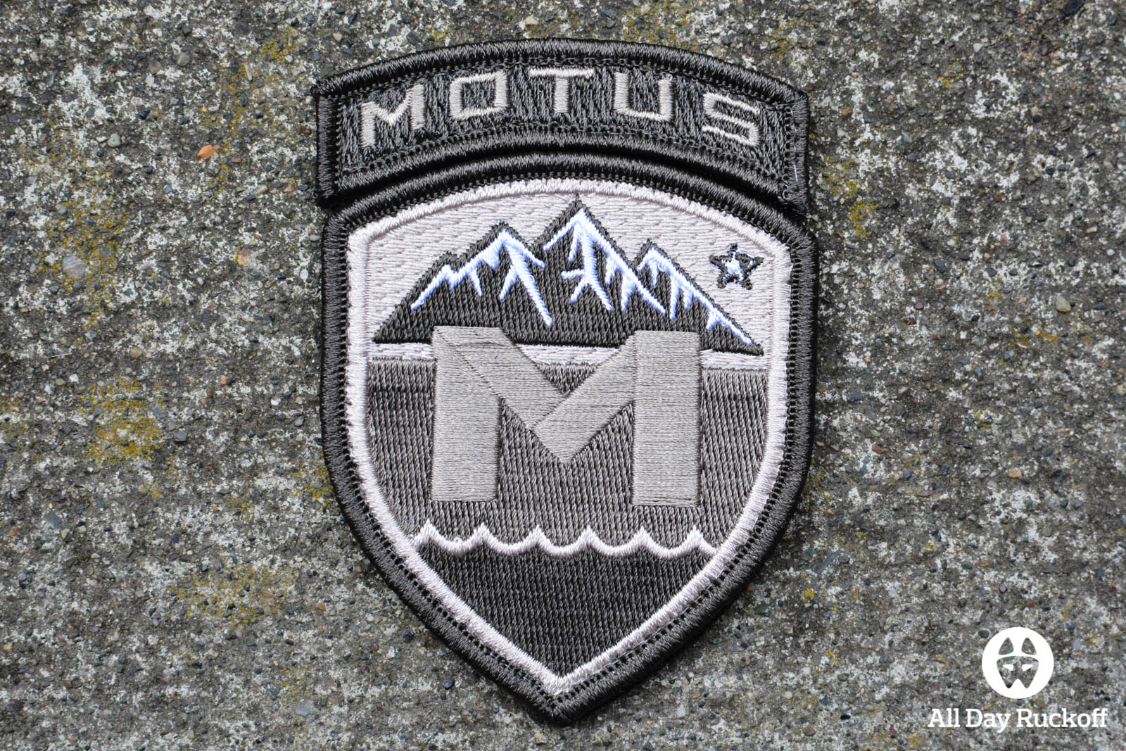 MOTUS Gray Patch 3x2
