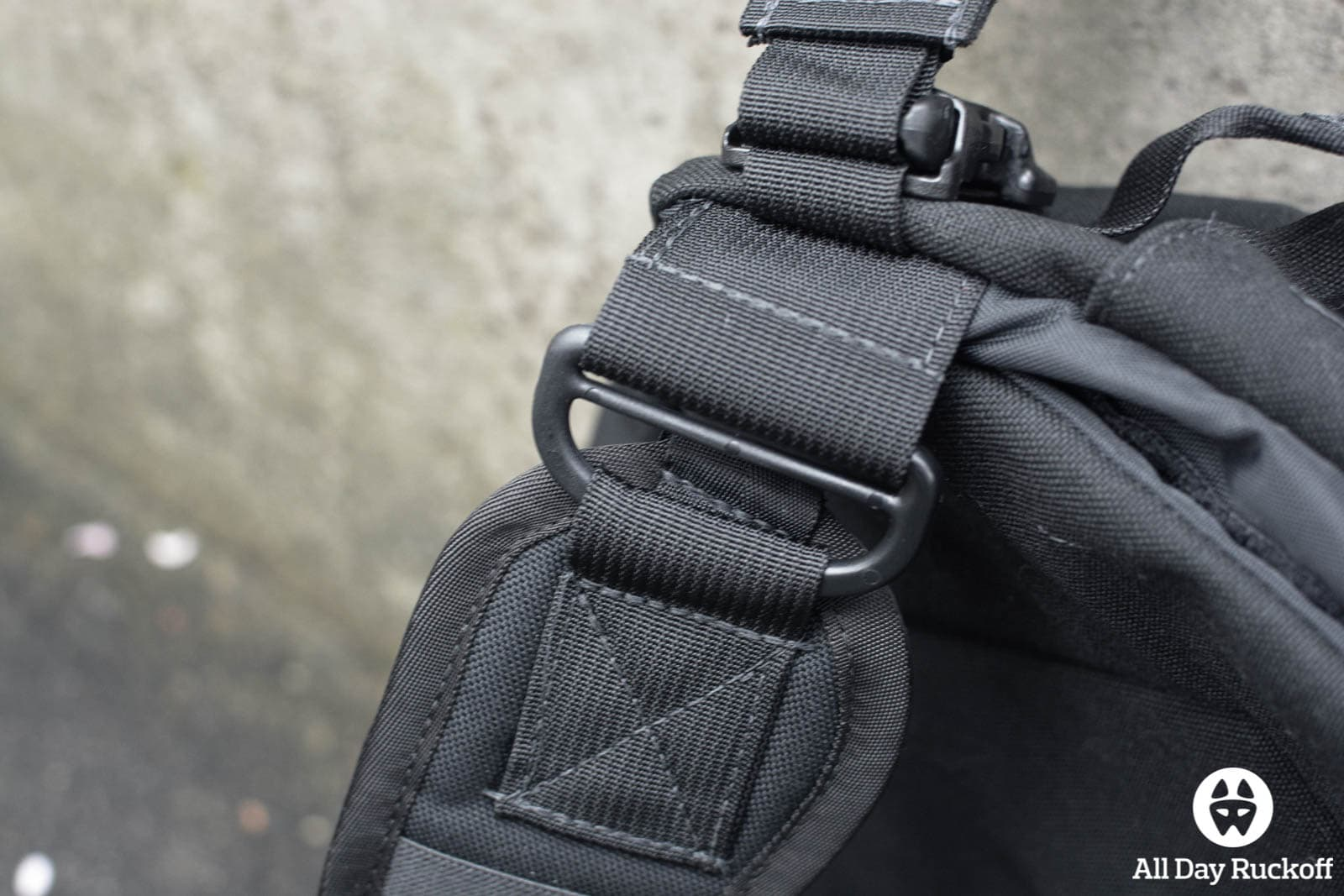 Tactical Tailor Removable Operator Pack - Shoulder Buckle