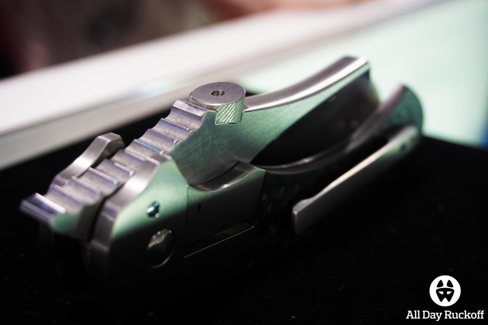 SHOT Show 2016 - Knife Folded