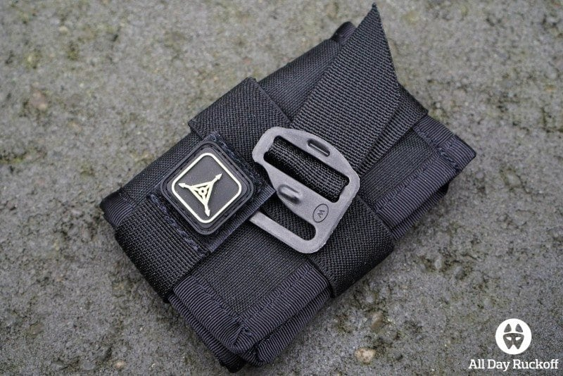 Triple Aught Design SERE Pouch 1 - Removing Clip