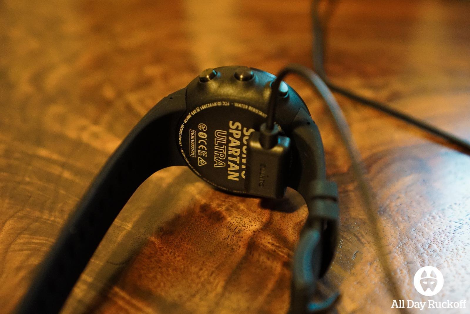 Suunto Spartan Ultra Titanium Black - Charging